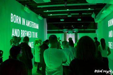 Heineken's Global Brew Master teaching class with many bloggers